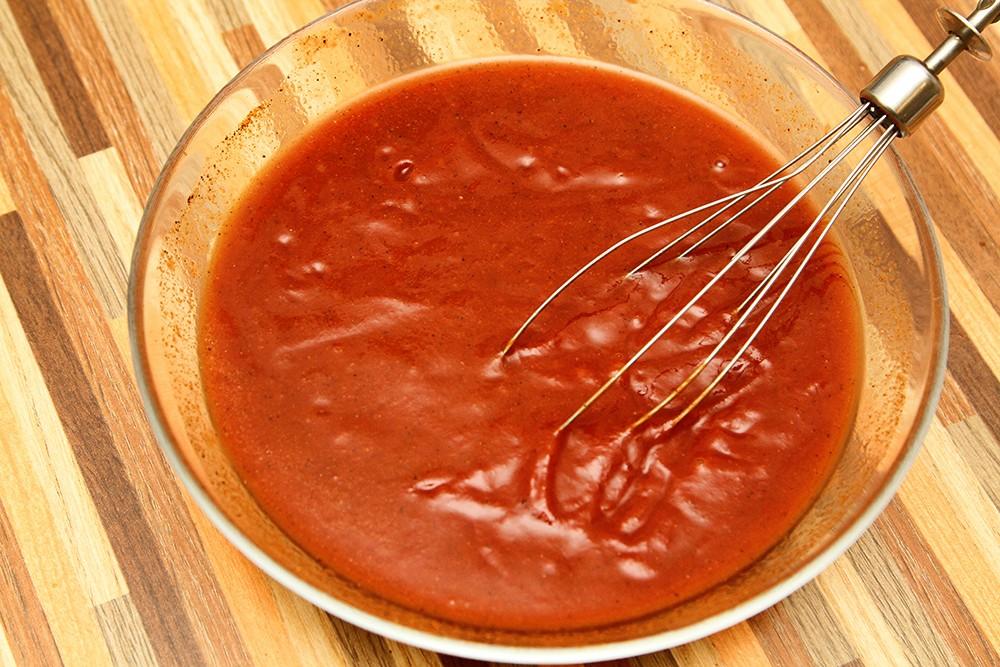 Куриный шашлык маринованный в томатной пасте.
