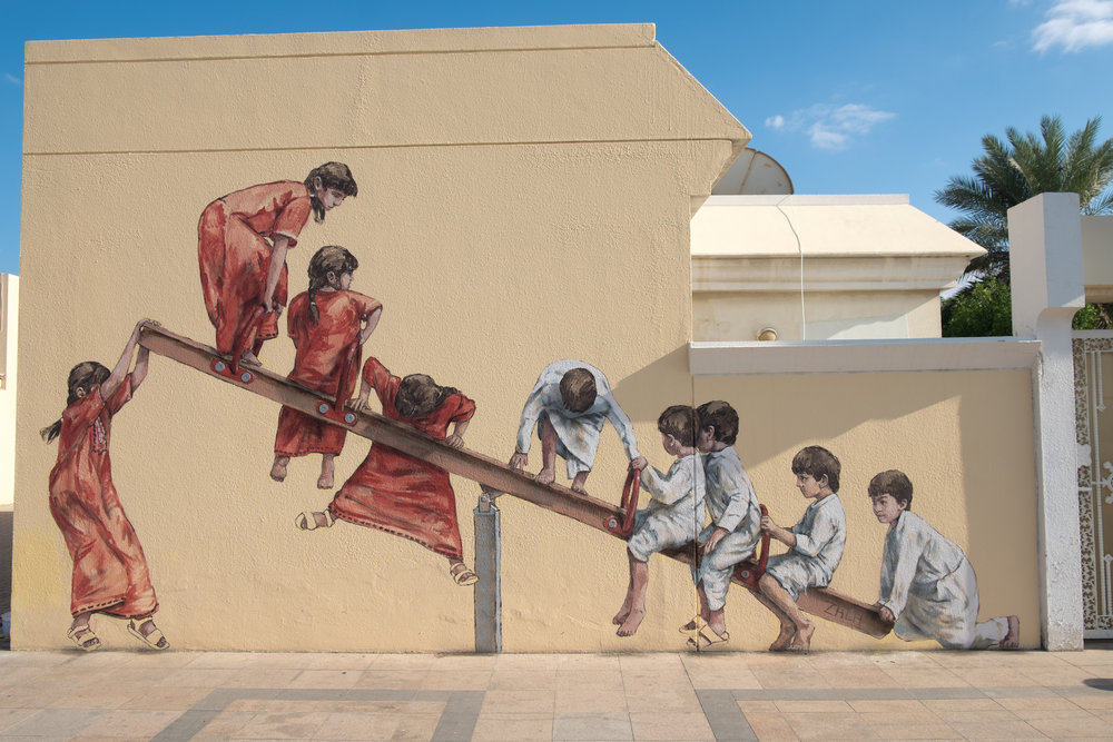 Художник рисует на улице невероятно красивые картины