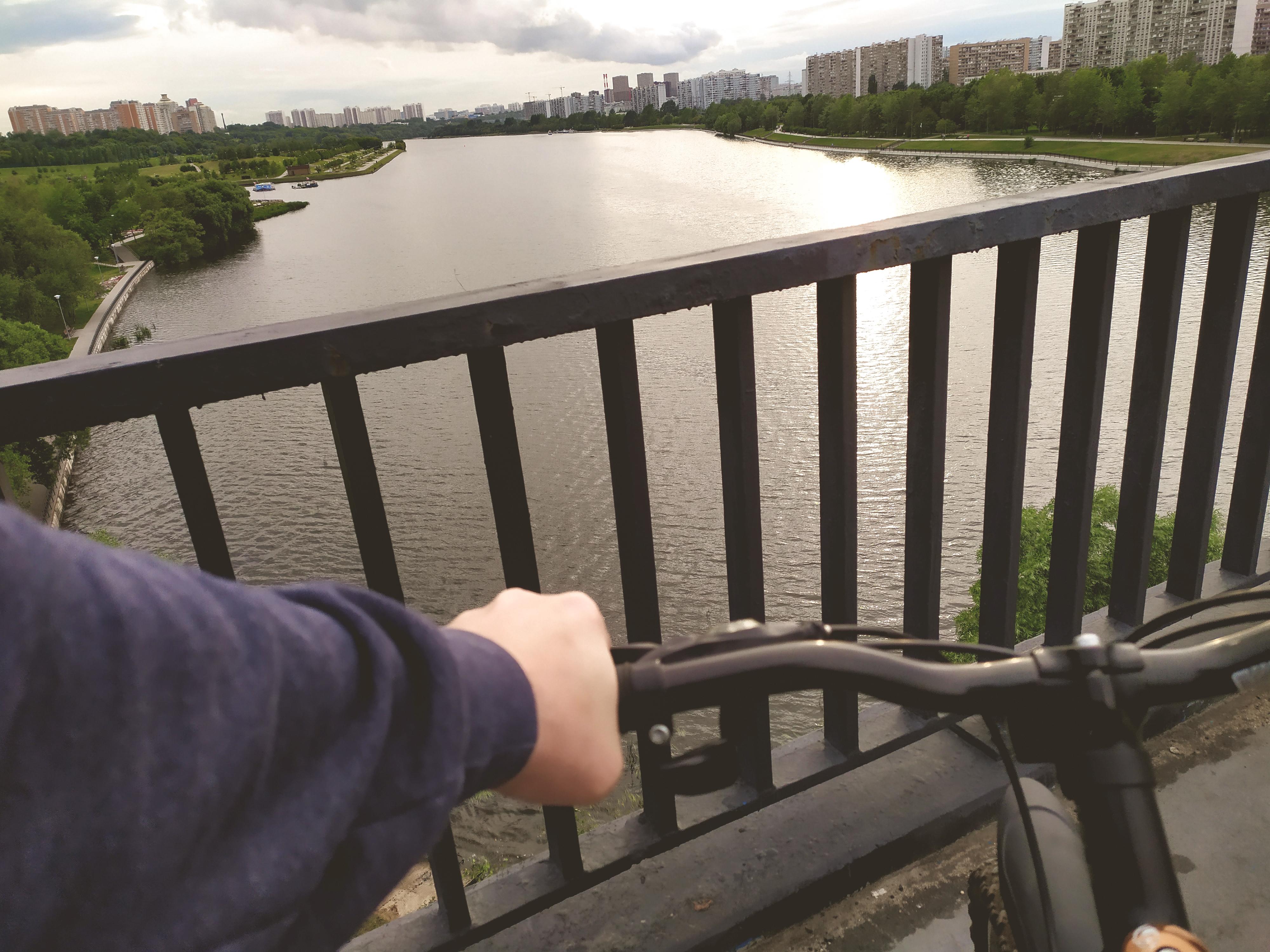 Москва до и после. Место съемки сериала Бригада. Братеевский парк. По городу на велосипеде